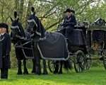 Rouwkoets met zwarte paarden.